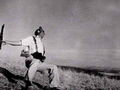 Muerte de un miliciano, de Robert Capa (1936). Fotografía tomada durante la guerra civil española